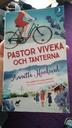 Pastor Viveka och tanterna (Pastor Viveka, #1)